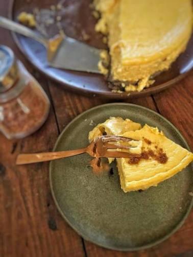 Pompoen cheesecake, Pompoen cheesecake gezond, Pompoen cheesecake speculaas, Pompoen cheesecake met speculaasbodem, Cheesecake pompoen, Cheesecake maken, Lekkerste cheesecake recept, Cheesecake recept makkelijk, Cheesecake ingredienten, organic happiness, biologisch, biologische foodblog