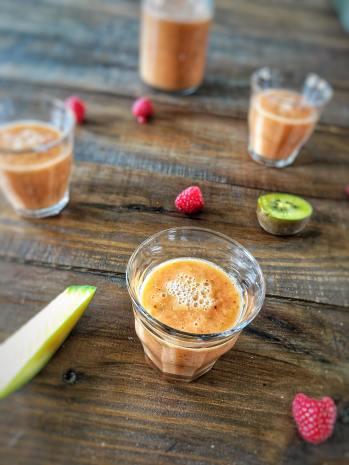 Mango smoothie met frambozen, Mango smoothie maken, Mango smoothie recept, Mango smoothie gezond, Smoothie mango framboos, Smoothie met mango en framboos, Frambozen en mango smoothie, Framboos mango smoothie, Smoothie sinaasappel mango framboos, Frambozen smoothie zonder banaan, smoothie, smoothierecept, gezonde smoothie, organic happiness, biologisch, biologische smoothie, biologische foodblog