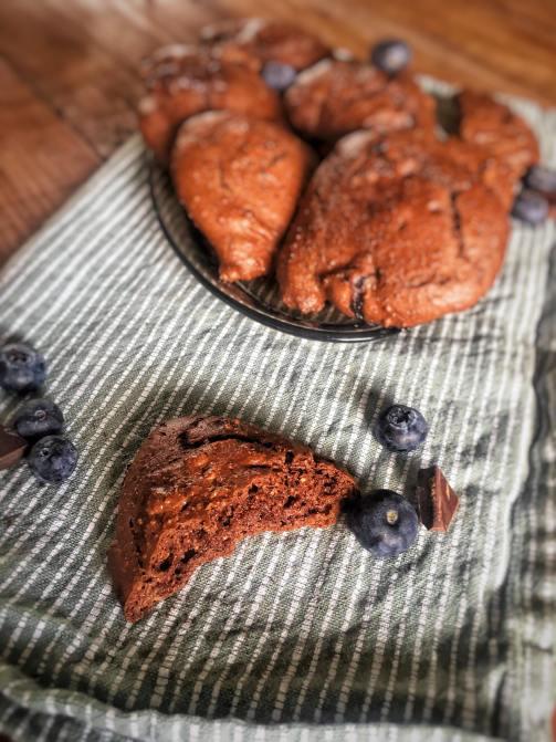 Chocoladekoekjes met blauwe bessen, Chocoladekoekjes recept, Blauwe bessenkoekjes, Cookies met chocolade en blauwe bessen, Chocolate chip cookies met blauwe bessen, Koekjes met blauwe bessen en chocolade, biologisch, biologische foodblog, organic happiness