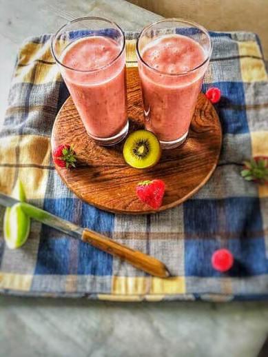 Meloen smoothie met aardbeien, Meloen smoothie maken, Meloen smoothie recept, Aardbei meloen smoothie, Meloen smoothie zonder banaan, Aardbeien meloen smoothie, Smoothie aardbei meloen kiwi, organic happiness biologisch, biologische foodblog