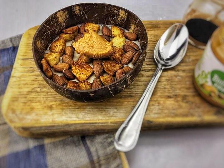 Porridge with apple and cinnamon, Porridge with peanut butter, Porridge with apple recipe, Apple cinnamon porridge, Apple and cinnamon porridge, Apple porridge, Healthy apple porridge recipe, Apple cinnamon oatmeal, Oatmeal with peanut butter, Oatmeal with apple, Oatmeal with apple and cinnamon, Apple cinnamon oatmeal recipe, Apple cinnamon oatmeal, Organic Happiness, Organic, Organic Foodblog
