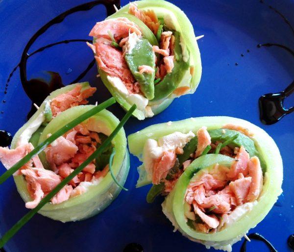 Rollitos de pepino con salmón ahumado