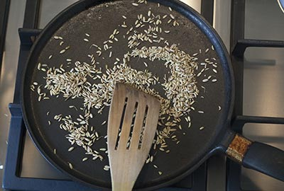 01-toasting-fennel-seeds