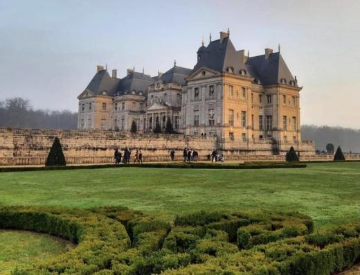 château de vaux le vicomte et son jardin vu de jour