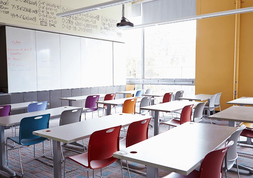 Governo elabora medida para isentar as escolas de cumprir 200 dias letivos