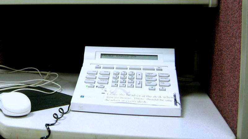 Aspect Tel-Set, Telephone call center, Florida, 2010 © Petiatil | Wikimedia Commons