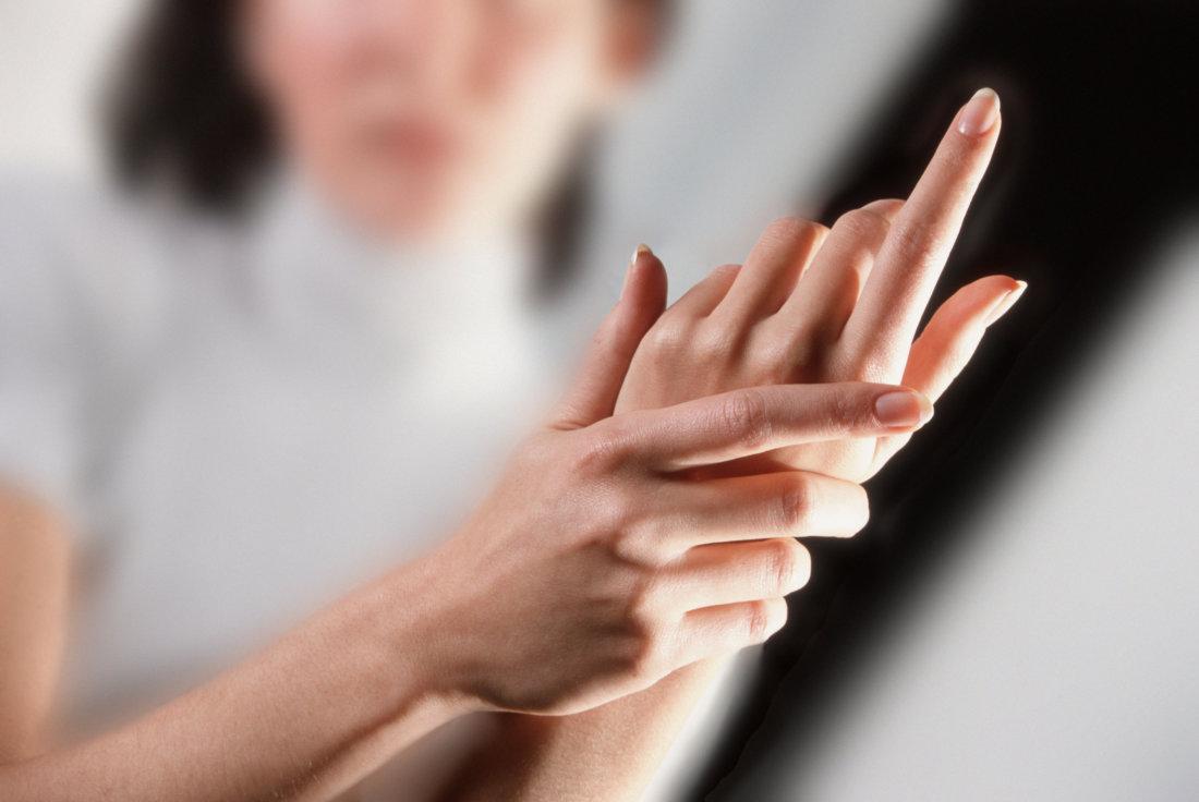 Онемение трех пальцев на правой руке