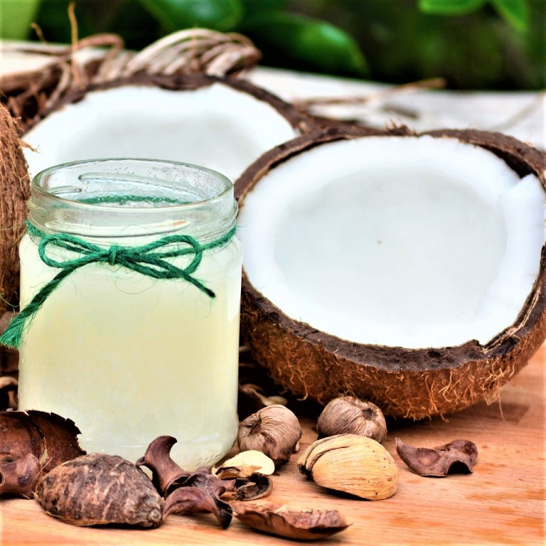 Read more about the article What are the remarkable 13 benefits of coconut oil on skin and hair?