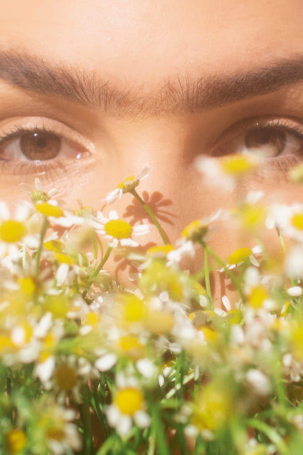 Read more about the article How Eyebrow threading is good compare to waxing