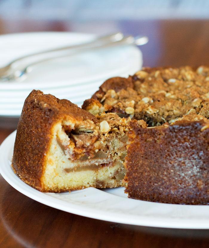 Apple Crisp Cake