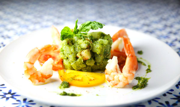 Putting a new twist on the traditional potato salad with thisWarm Shrimp and Potato Salad with Basil Pesto! Seriously once you try it, you'll never go back.