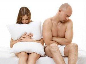 1-cum-reactioneaza-barbatul-care-se-trezeste-in-pat-strain