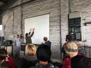 Bild: Das Briefing für die Teilnehmer
