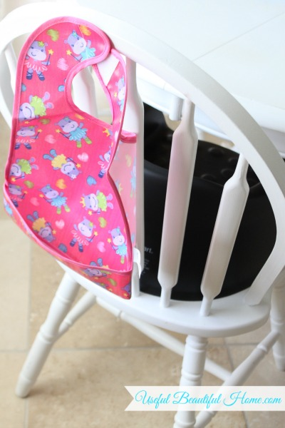 Check out this easy tip for keeping toddler bibs close for meal times!