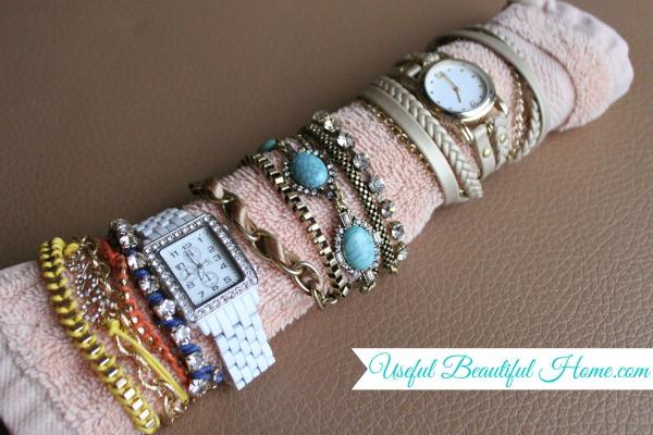 Easy-travel-tip-for-bracelets