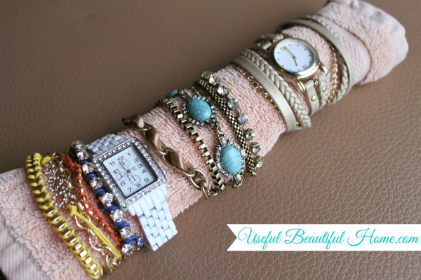 Easy-travel-tip-for-bracelets