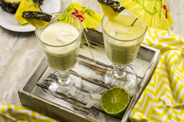 Paleo Pina Colada Smoothie Recipe to add a little sunshine to your day at I'm an Organizing Junkie blog