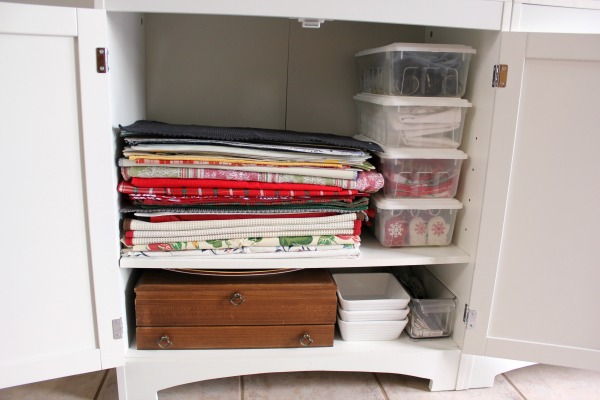 Small Organized Spaces Linen Cupboard At Im An Organizing Junkie Blog