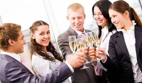 12 идей, как оригинально поздравить коллегу