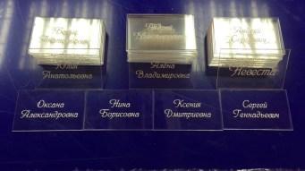 Прозрачные таблички на стол с именами