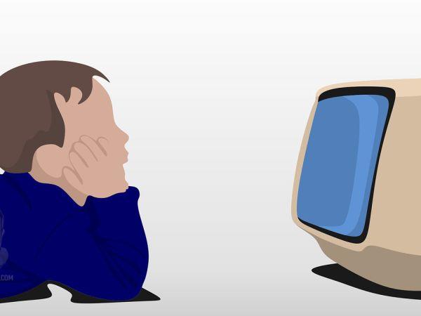 televizyon izleyen cocuk
