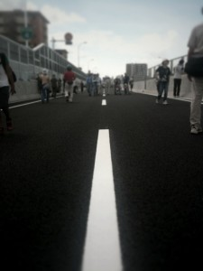 高速道路を歩く