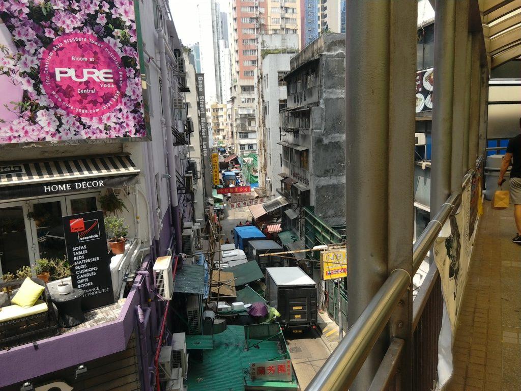 Hongkong är en storstad i Asien. Den ligger i kinesiska Pärlflodsdeltat som har 63 miljoner invånare.