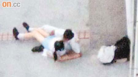 校服男女激吻照網上熱傳 - 東方日報