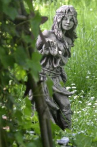 Elfe Brünhild Waldbewohnerin2