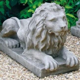 Löwe wachend links