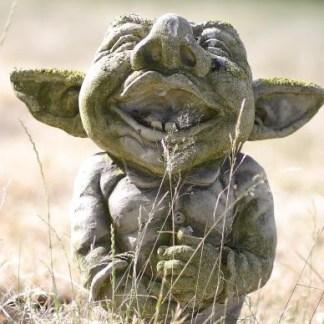 Troll Aiko - Elfe Andin kniend mit sep. Frosch