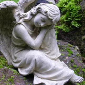 Engel Ariselchen - Engel Ariselchen, Engel ruhend aus Steinguss