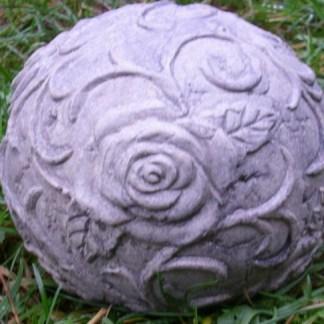 Rosenkugel klein - Stein Headache mit zwei Händen am Kopf