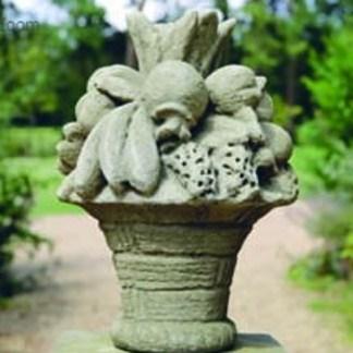 Steinfrüchtekorb zur Gartendekoration