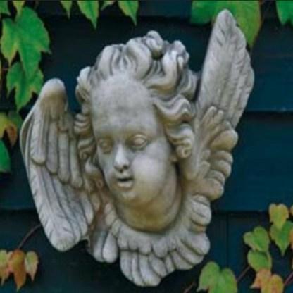 Relief Engel rechts