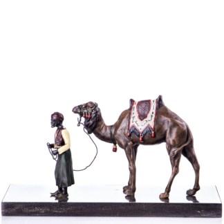 Farbige Bronzefigur Mann mit Kamel Wiener Art