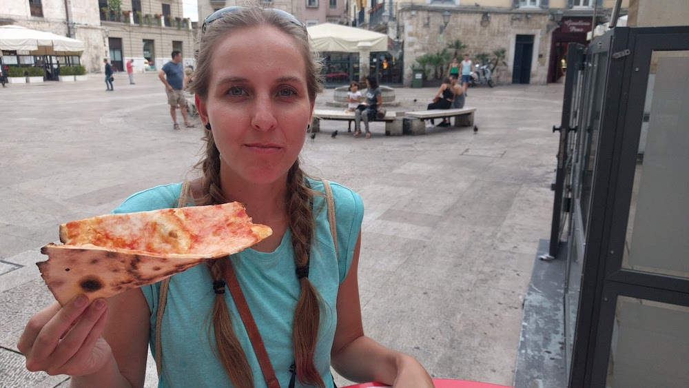 Zwiedzanie Apulii - Bari - pyszna pizza na kawałki