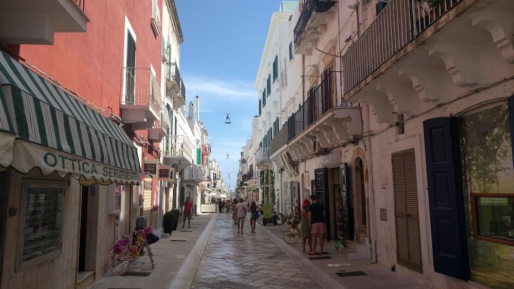 Zwiedzanie Apulii - gdzie warto się wybrać - Polignano a Mare