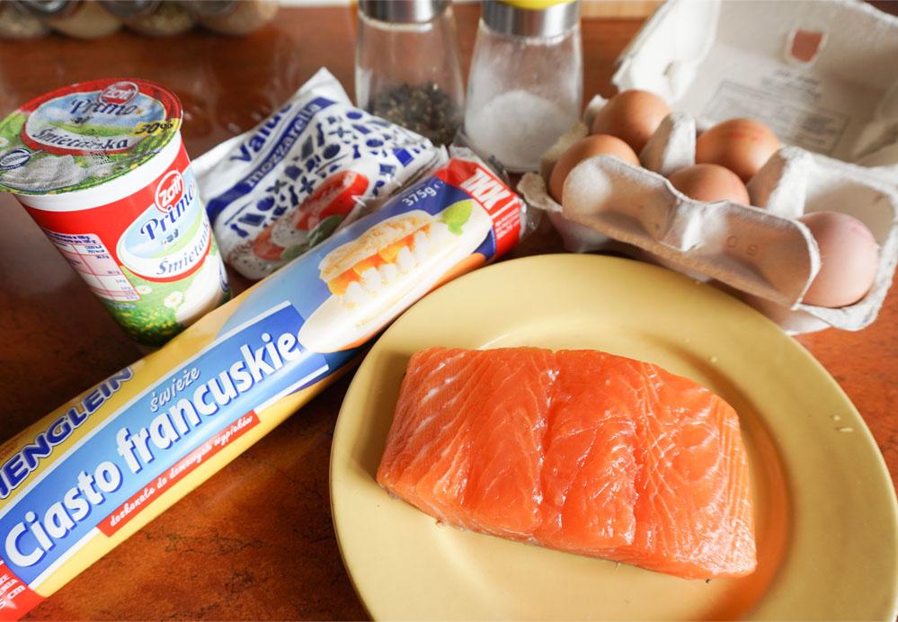Przepis - prosta i szybka tarta z łososiem