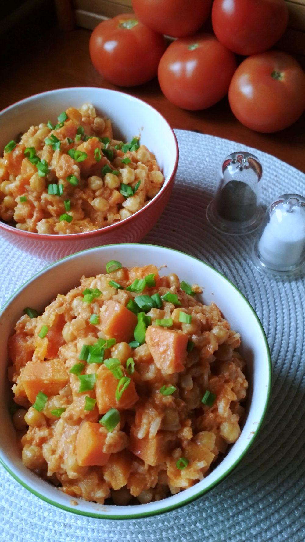 Przepis na curry z ciecierzycy i batatów