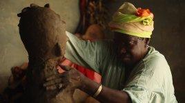 Fatou Kandé Senghor Donner naissance, 2015, vidéo, 30 minutes Courtesy de l'artiste