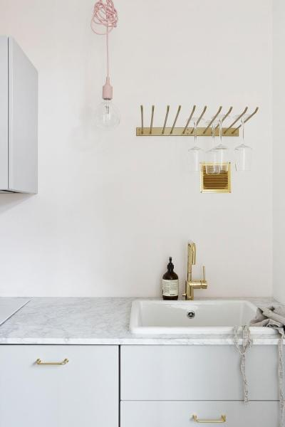 White Kitchen With Contrast Cabinets