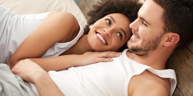 2ee1ce526 غالبًا ما تذهب إلى الفراش بدون ملابس داخلية ، تعانق امرأة محبوبتك وتكتشف  عريها ؛ تزيد احتمالية قيام الرجل بزمام المبادرة أكثر من مرة.