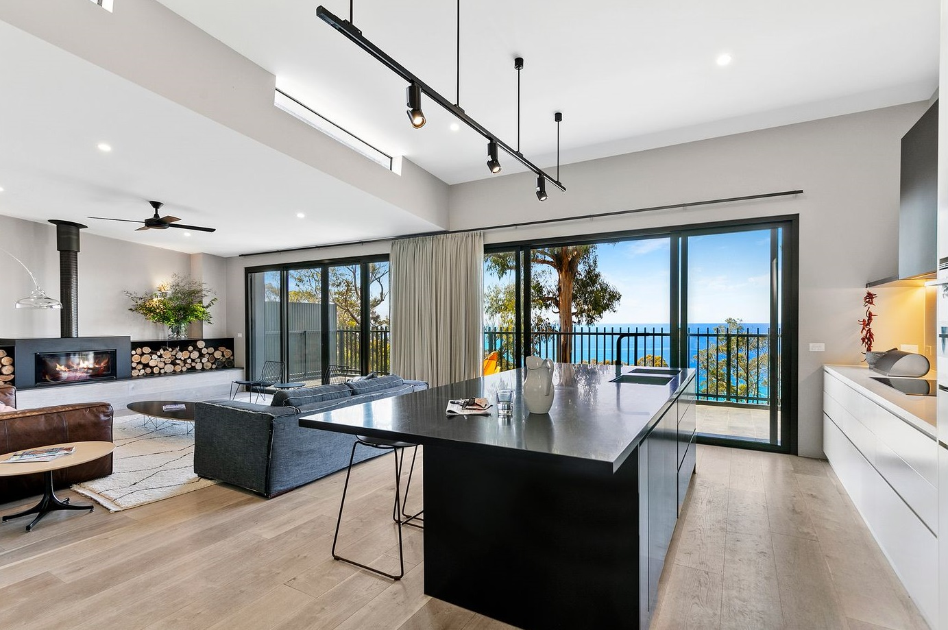 Wye_River_accommodation_sea_views_from_living_area