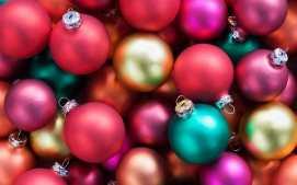 lots-of-christmas-ball