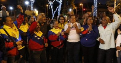 * With Fireworks Started the Election day of this Sunday in Caracas (+ Photos)