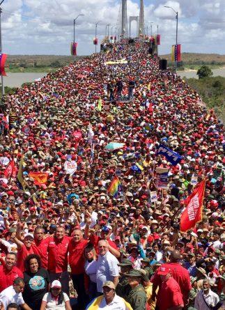 Chavistas led an immense march on the Angostura Bridge of Ciudad Bolívar yesterday (videos+images)