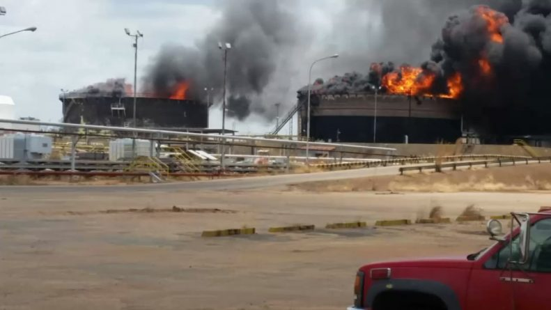 Two Tanks Explode in Oil Facilities in Venezuela