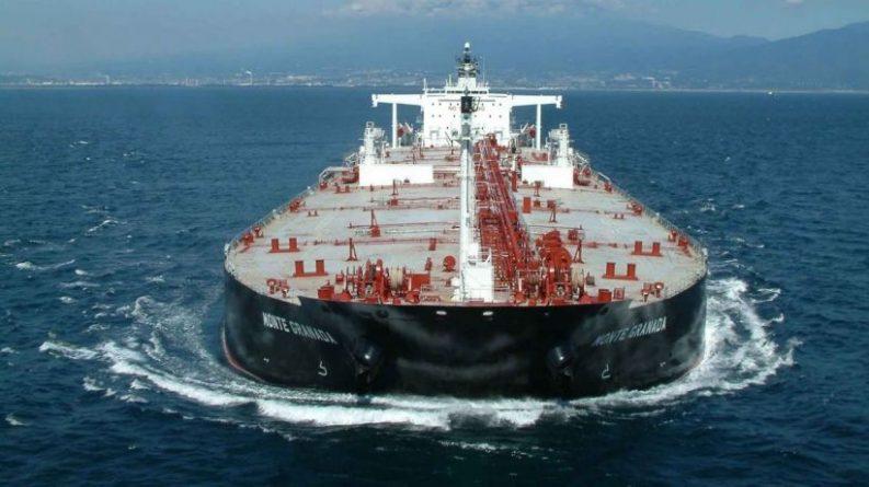 Trump Threatens Oil Companies and Refineries Negotiating with Venezuela