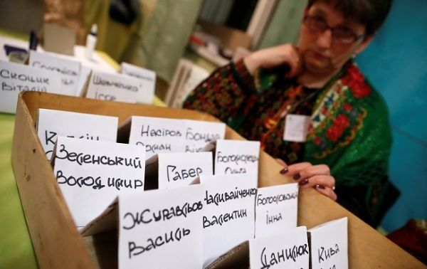 2019-03-31t193912z_1_lynxnpef2u0vl_rtroptp_4_ukraine-election-polls-close.jpg_911045625.jpg
